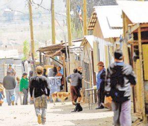 Subsidian a familias de mítico campamento de Peñalolén